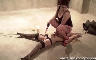 mmf sex villein has her face sat on by her bulky