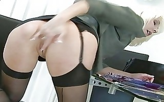 turned on blond d like to fuck plays with her vag