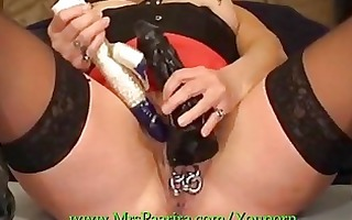 mrspaarira german mother i plays with 8 dildos