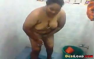 indian aunty bathing