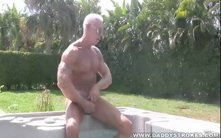 muscle dad jerking in sexy tub