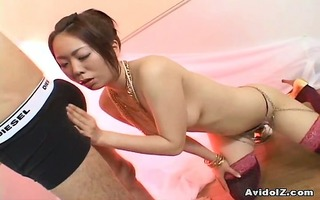 japanese hottie gives a brilliant blow job