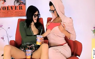 unbelievable wowgirls eating twats