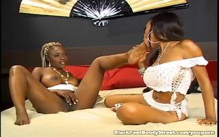 enjoyable ebon lesbos licking feet