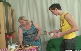 wife comes in when her massive mamma rides my wang