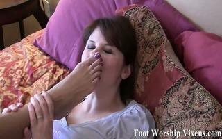 ayanna feels like having her feet worshiped and
