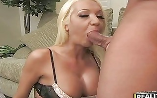 golden-haired houswife with large love muffins