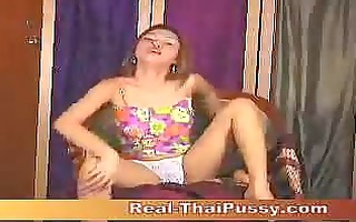 thai honey ying masturbating using sextoy