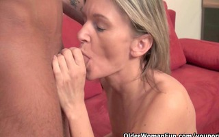 a mamma desires to cum in her face hole