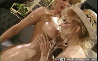 lesbian cuties licks sex cream from every others