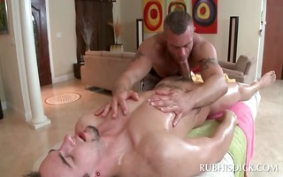 str chap happy with his massage gives oral sex