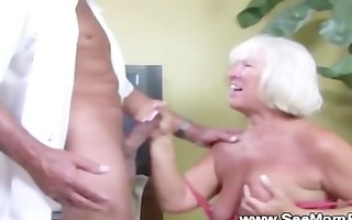 granny sucks cock and can not acquire enough